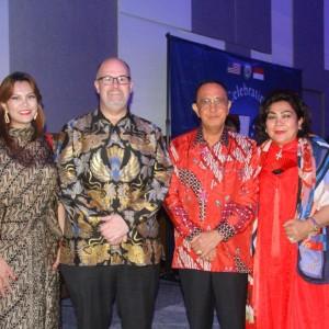 Bupati Minahasa dan istri bersama Dubes Amerika Serikat