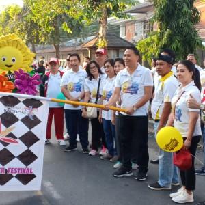 Wali Kota Tomohon melepas peserta fun walk dan roadshow