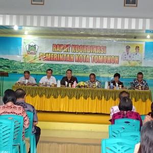 Wali Kota Tomohon Jimmy F Eman SE Ak CA memimpin Rapat Koordinasi