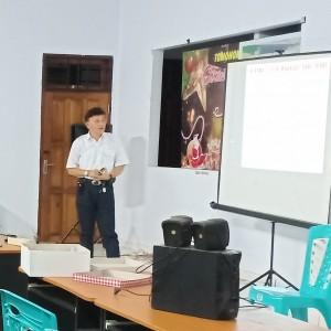 Ketua DPD LPM Kota Tomohon Dr Rooije Rumende SSi MKes saat memimpin rapat
