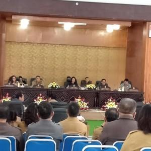 Ketua DPRD Ir Miky JL Wenur MAP memimpin Rapat Paripurna