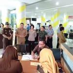 Stand Pelayanan Hukum Gratis dan Pengambilan Tilang Hadir di Wale Kabasaran Tomohon