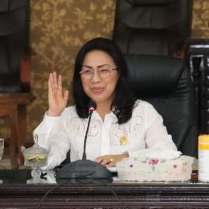Ketua DPRD Tomohon Ir Miky JL Wenur MAP memimpin rapat