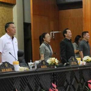 Wali Kota Tomohon Jimmy F Eman SE Ak CA menghadiri Rapat Paripurna DPRD Tomohon