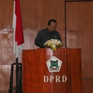 Djemmy Sundah SE saat membawakan Pemandangan Umum Fraksi Partai Golkar