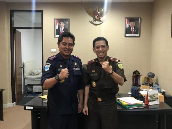 Ketua KKSS Sulut M. Sofyan (kiri) dan Kepala Kajati Sulut Muh. Iqbal Arief