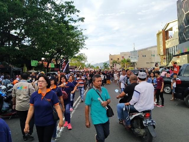 Meriah, Masyarakat Mulai Padati Lokasi Pembukaan Manado Fiesta 2019