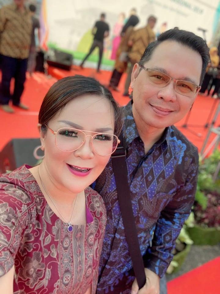 Ketua Komnda Lansia Tomohon Syerly Adelyn Sompotan dan Kadis Sosial Tomohon dr John D Lumopa MKes