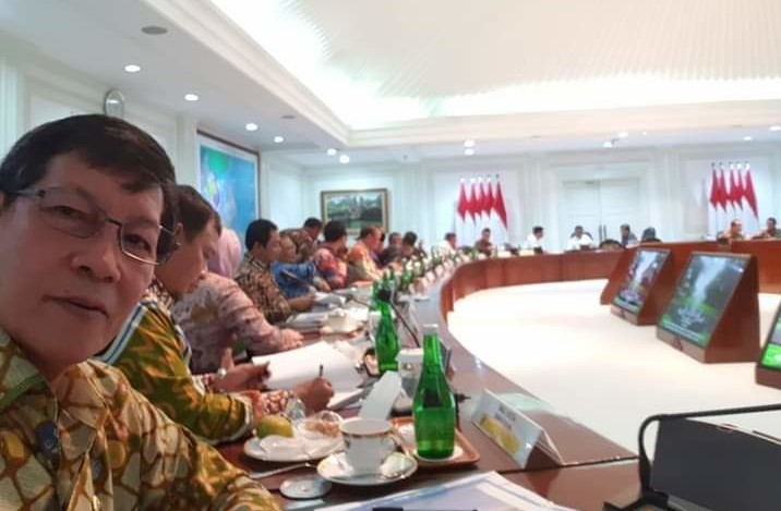 Presiden Jokowi Undang Wali Kota Vicky Lumentut Hadiri Rapat di Istana Negara