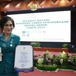 Khouni Rawung Terima Penghargaan MKK Dari BKKBN