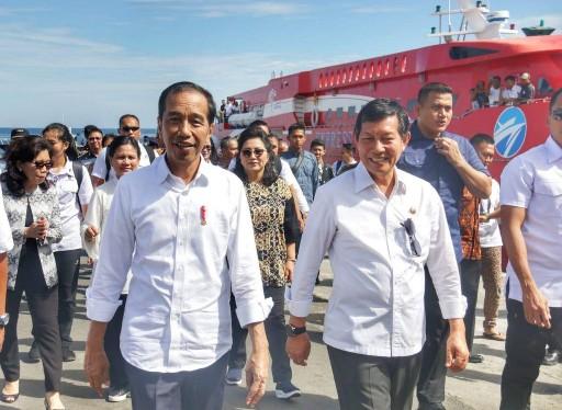 Wali Kota Vicky Lumentut Dampingi Presiden Jokowi Tinjau Pelabuhan Manado