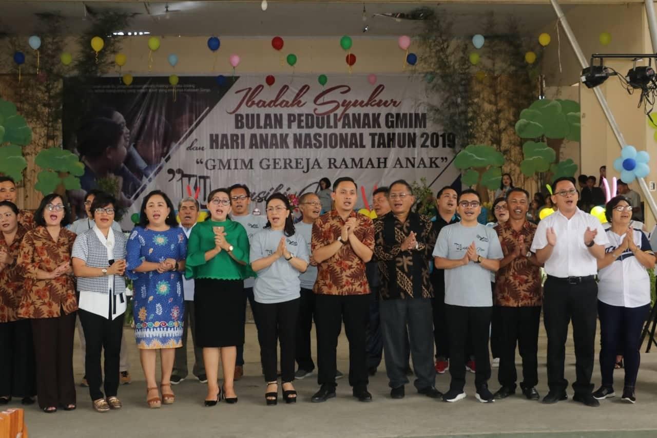 Pemerintah Kota Tomohon, Ketua DPRD Tomohon dan Ketua Panitia Bulan Peduli Anak GMIM 2019 Ir Stefanus BAN Liow MAP