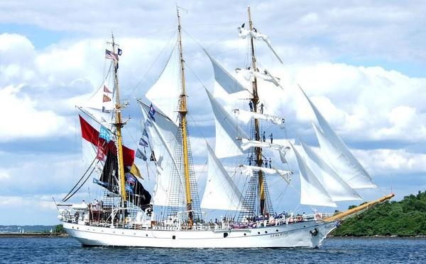 Kapal Dewaruci (foto: wikipedia)