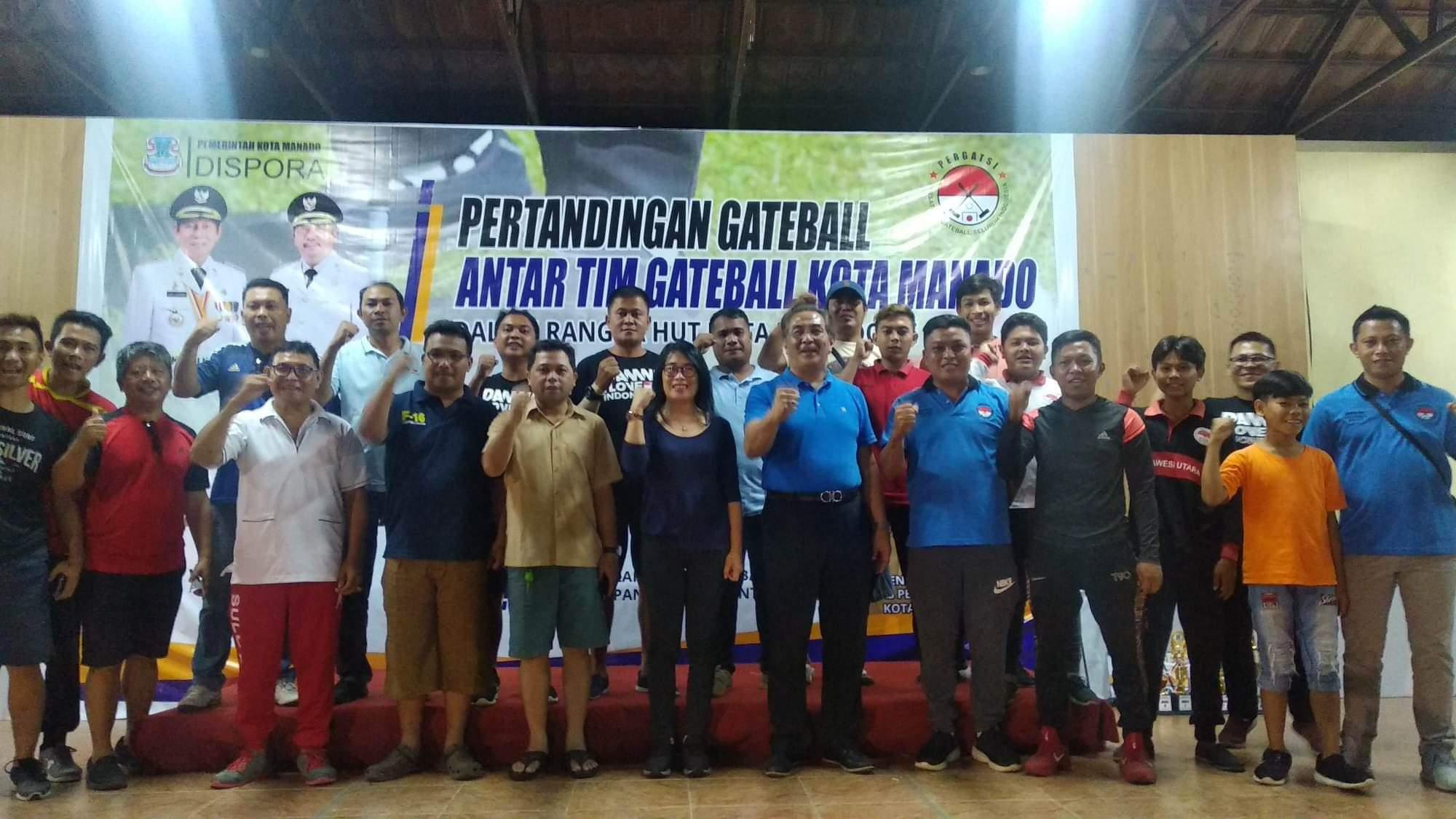 Foto bersama para peserta pertandingan Gateball dalam rangka menyambut HUT Kota Manado ke-396