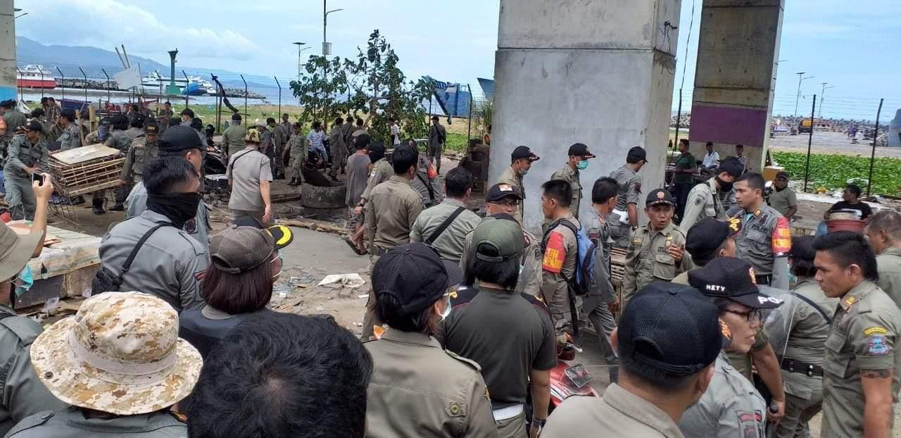 Sat Pol PP Bersama PD Pasar Kota Manado Tertibkan Pasar Bersehati