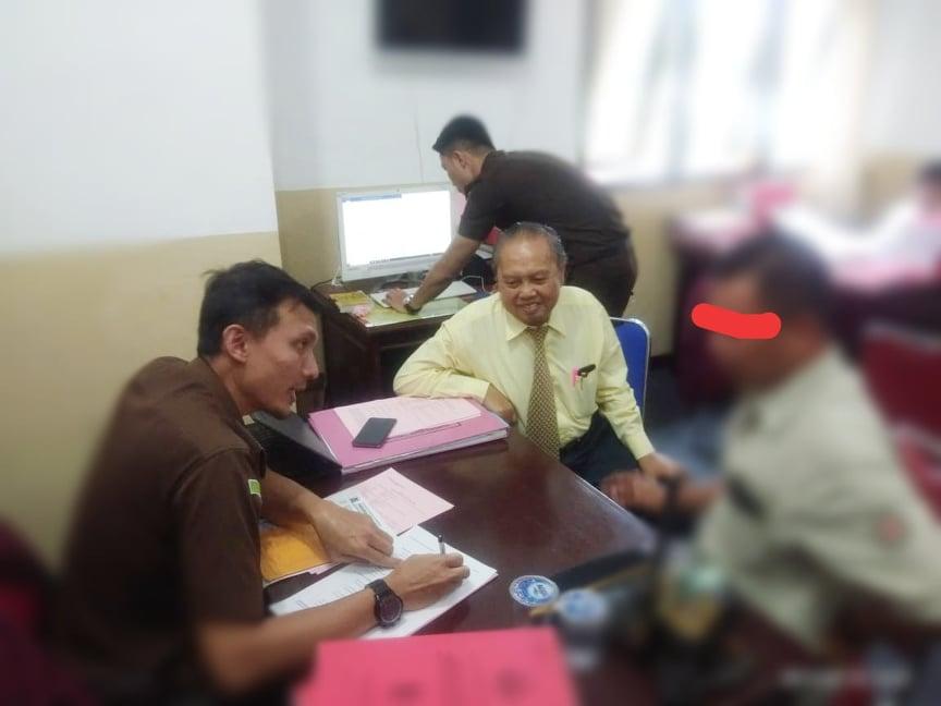 Penyerahan tersangka dan bukti kasus PD Pasar Tomohon
