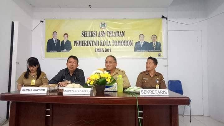 Sekretaris Kota Tomohon membuka Seleksi ASN Teladan