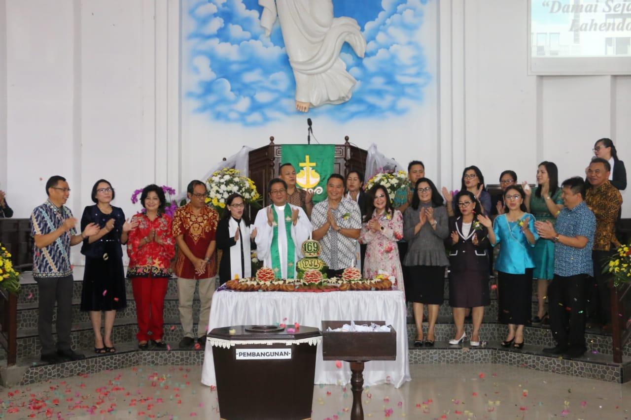 Perayaan HUT ke-169 Jemaat GMIM Damai Sejahtera Lahendong