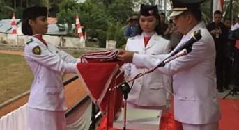 Wabup Legi Irup Penurunan Bendera HUT RI ke-74