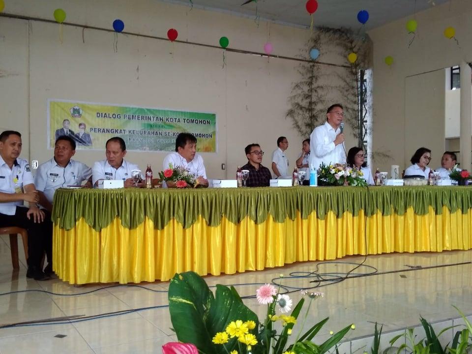 Dialog Pemerintah Kota dengan perangkat kjelurahan se-Kota Tomohon