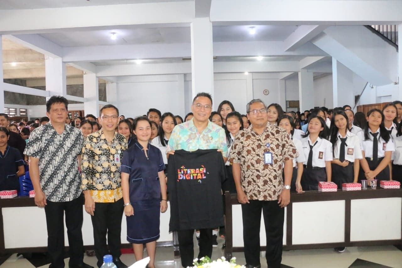 Wali Kota Tomohon, Perwakilan kemenkominfo, Asisten Kesra dna Sekdis Kominfo Tomohon