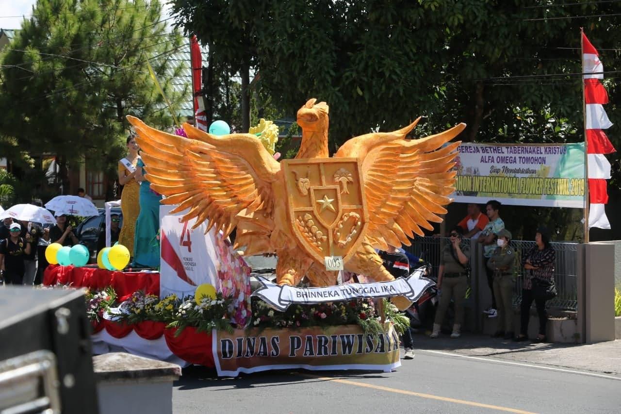 Dinas Pariwisata yang menampilkan Garuda dan Putri Bunga