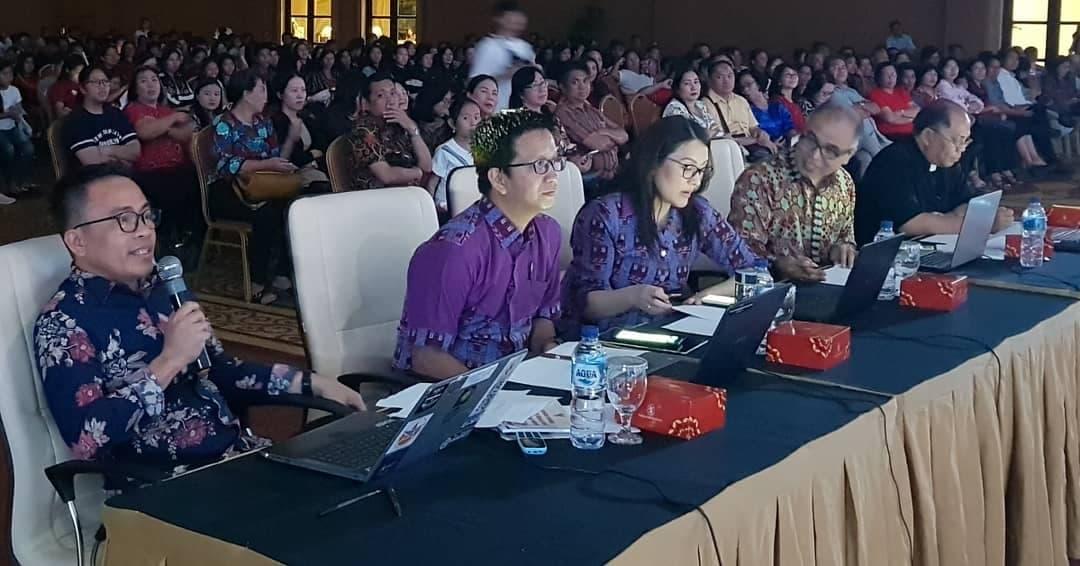 Pnt Ir Stefanus BAN Liow MAP memberikan pertanyaan pada Grand Final Pemilihan Remaja Teladan Sinode GMIM 2019