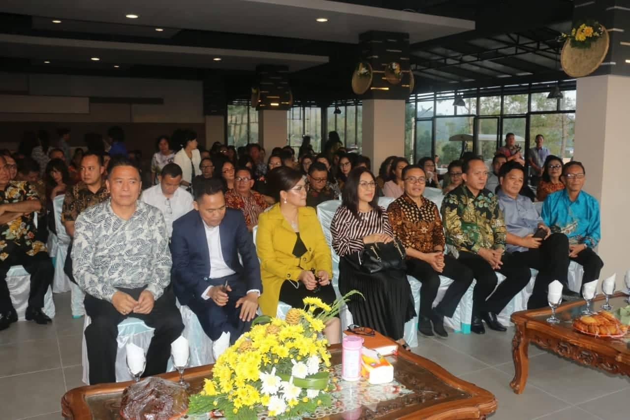 Wali Kota Tomohon bersama para pejabat di lingkup Pemkot Tomohon