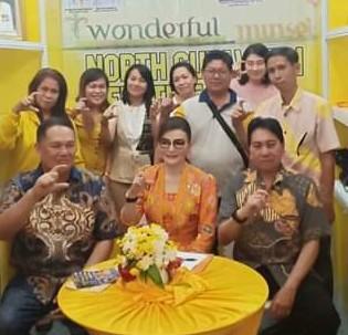 Bupati CEP dan Sekda Minsel Denny Kaawoan (duduk kiri depan) serta sejumlah pejabat Pemkab Minsel disela-sela penutupan Sulut Expo 2019. (ist)