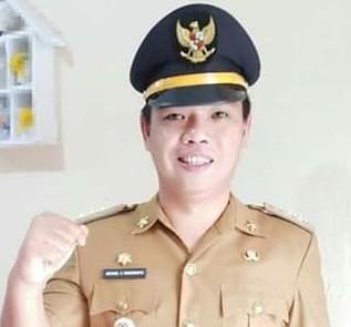 Camat Kumelembuai Michael Kamang Waworuntu SSTP