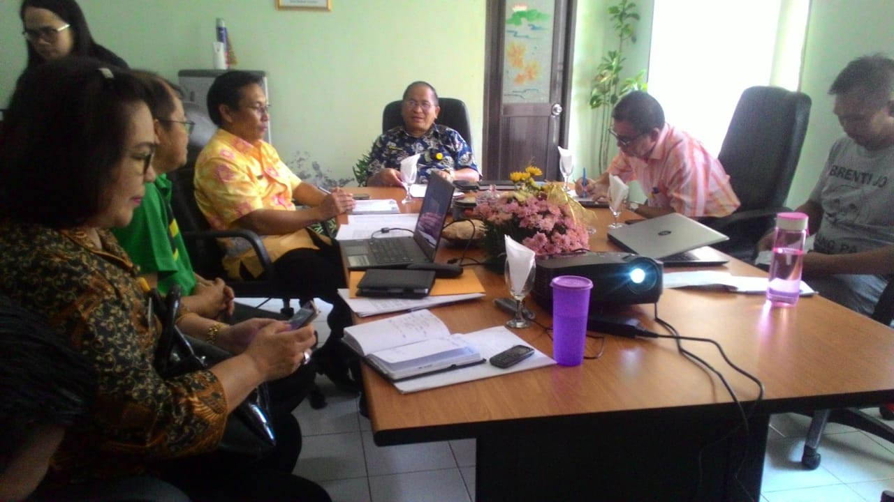 Rapat pembahasan tentang bahaya rabies di Kota Tomohon