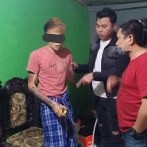 Tim URC Totosik dan lelaki penghirup Lem Eha Bond