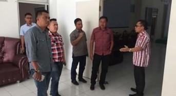 Sekwan Piether Owu Perkenalkan Ruang Kerja Kepada Anggota DPRD Mitra