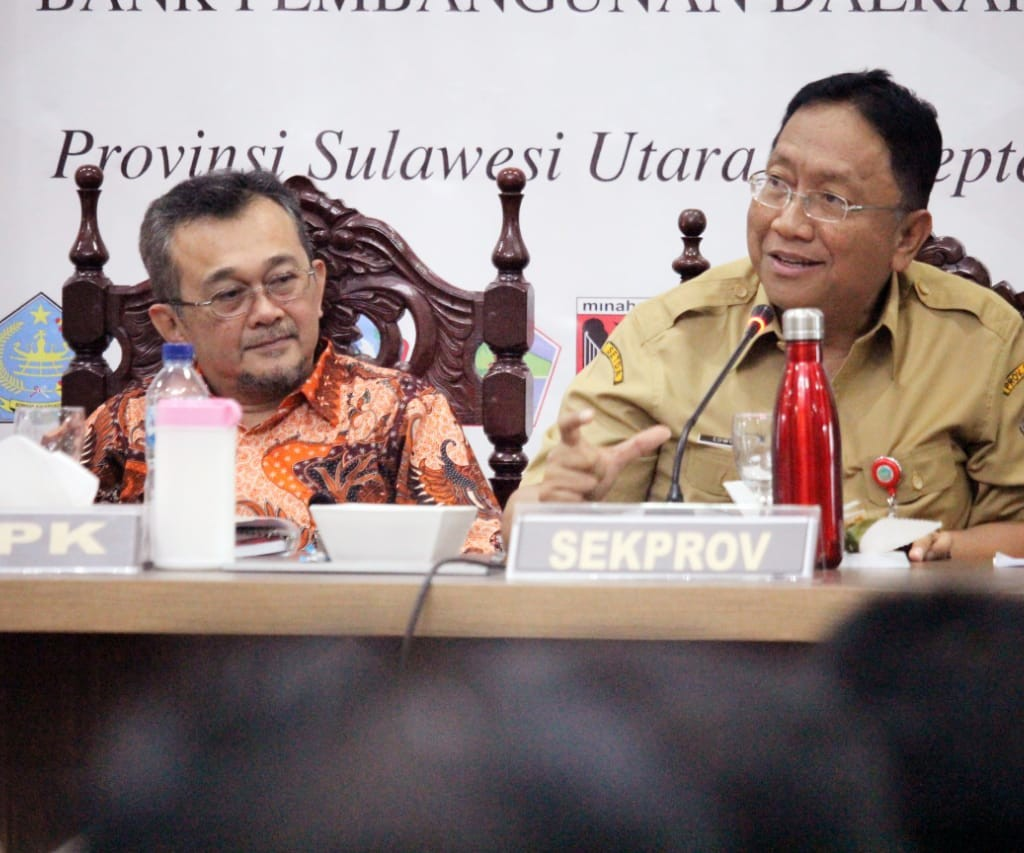Sekdaprov Sulut Edwin Silangen dan Koordinator Wilayah IX KPK Budi Waluya