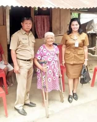Terima Bantuan penyandang Disabilitasi Lansia, Oma Juli Sampaikan Terima Kasih Terhadap Bupati JS