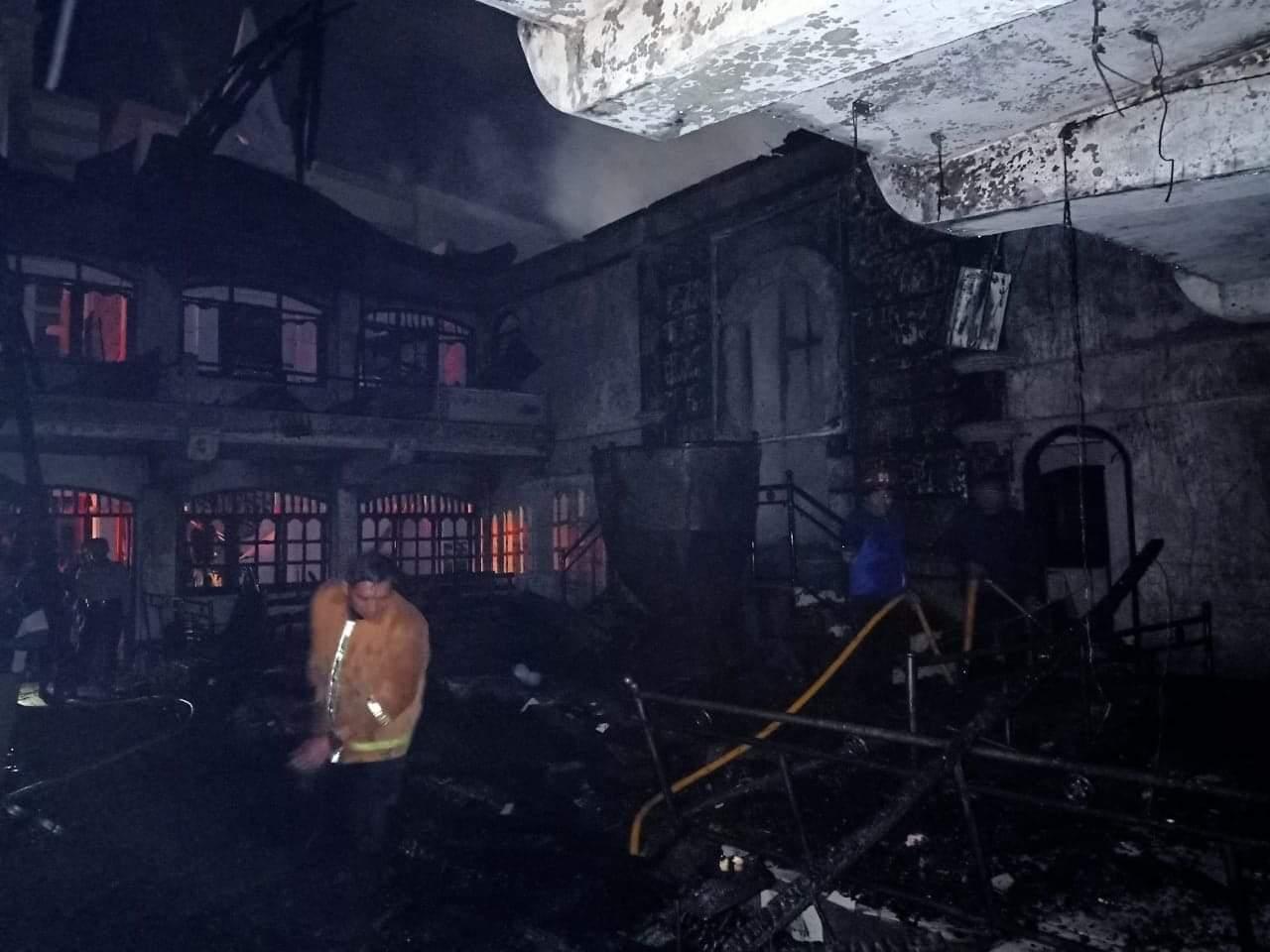 Turunkan 42 Personil, Damkar Manado Padamkan Api di Gereja GMIM Solagratia Kayuwatu