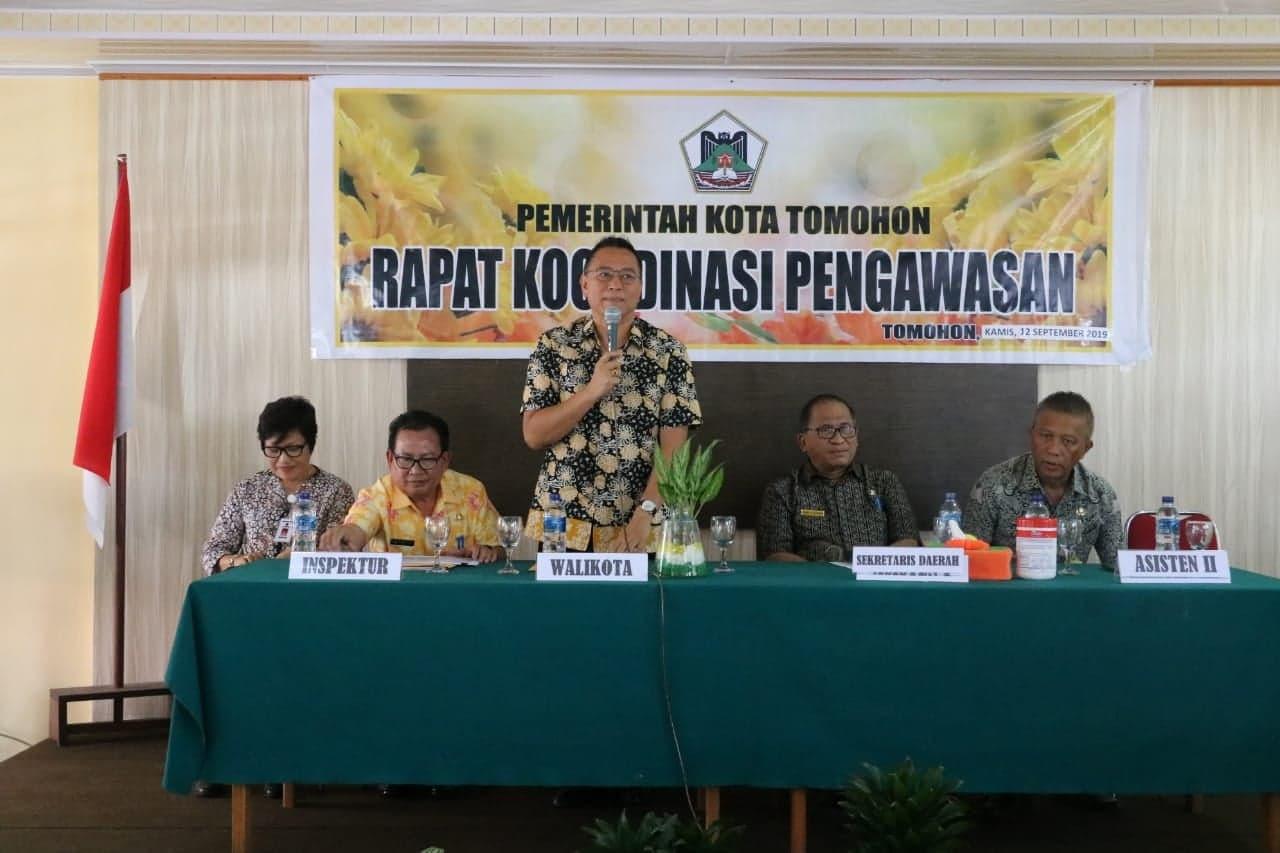Wali Kota Tomohon Jimmy F Eman SE Ak CA saat memimpin Rapat Koordinasi Pengawasan