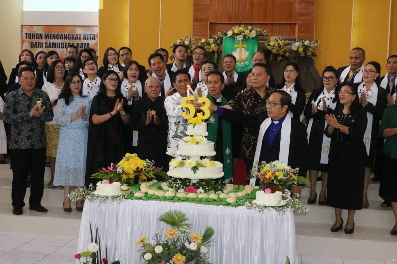 Pemasangan Lilin HUT ke-53 Jemaat GMIm Bait El Kamasi