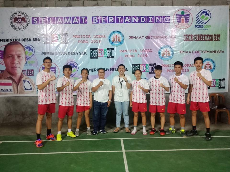 Tim Bulutangkis Wilayah Tomohon Dua yang berlaga di POR Remaja Sinode GMIM