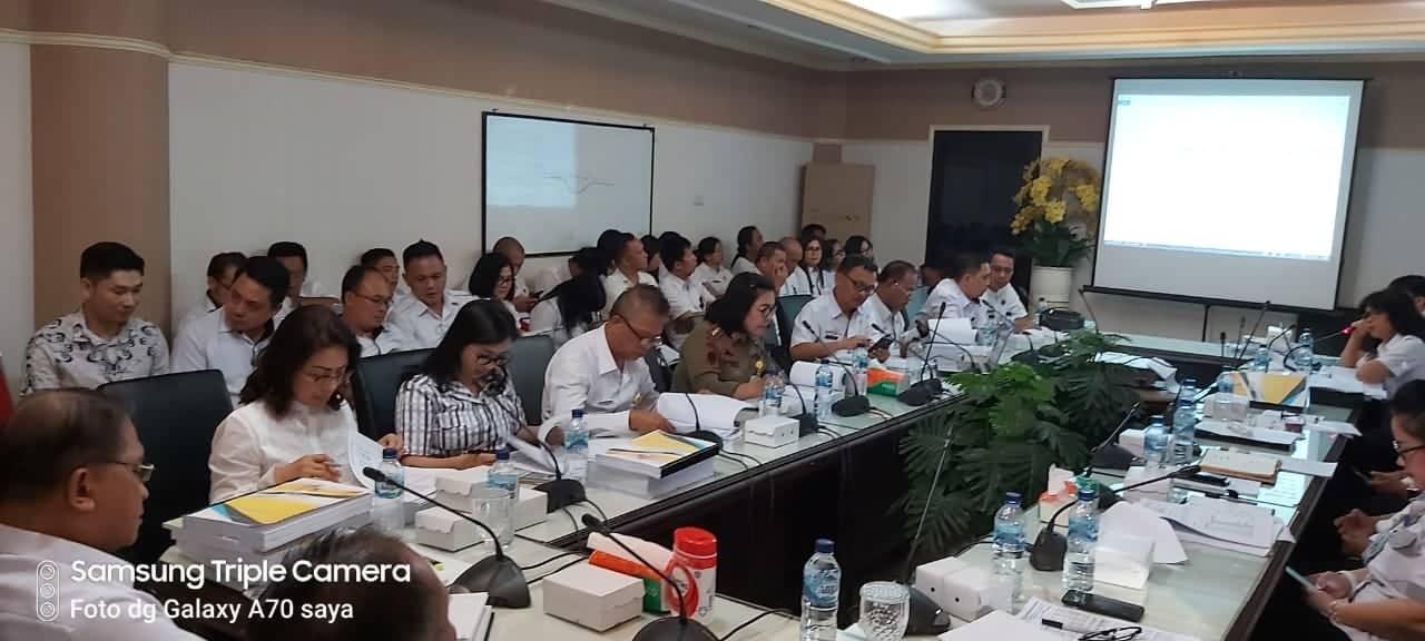 Ir Miky JL Wenur MAP dan Ladys F Turang SE saat menghadiri Rapat Evaluasi Ranperda APBD 2020