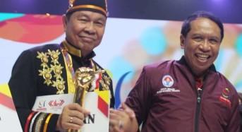 Lomban Terima Penghargaan Kota Layak Pemuda