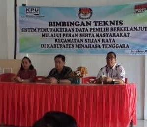 Pembekalan 30 relawan pemutakhiran data pemilih berkelanjutan di Balai Pertemuan Umum Kecamatan Silian