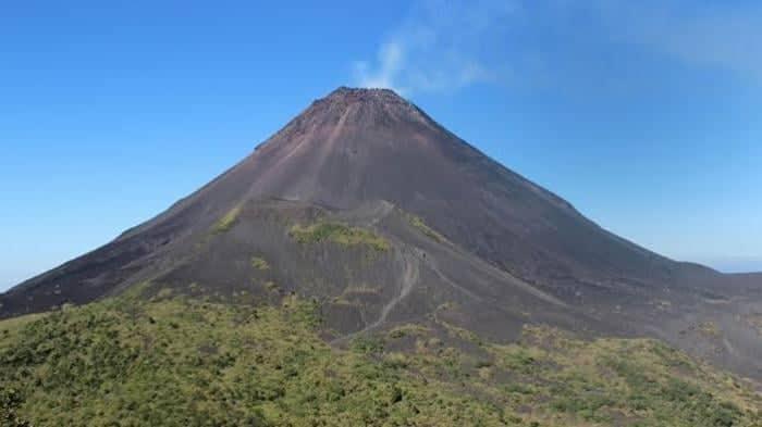 Warga diminta tak beraktifitas di radius 1,5 kilometer dari Gunung Soputan