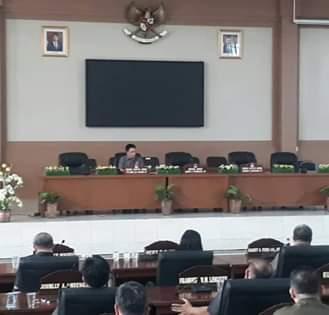 Pimpin Paripurna AKD, Wakil Ketua DPRD Steven Lumowa Diberi Mandat Tiga Fraksi