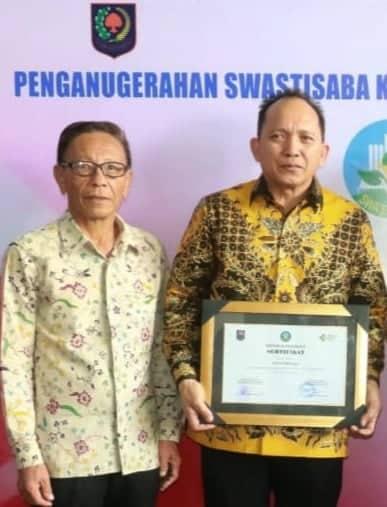 Ketua DPRD Djemmy J sundah SE dan Wakil Ketua DPRD Erens D Kereh AMKL