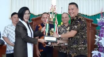 Wali Kota Tomohon Serahkan Hadiah Lomba Hapsa P/KB