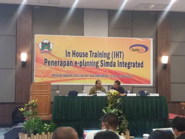 Sekretaris Kota Tomohon menutup IHT E-Planning Simda Integrated