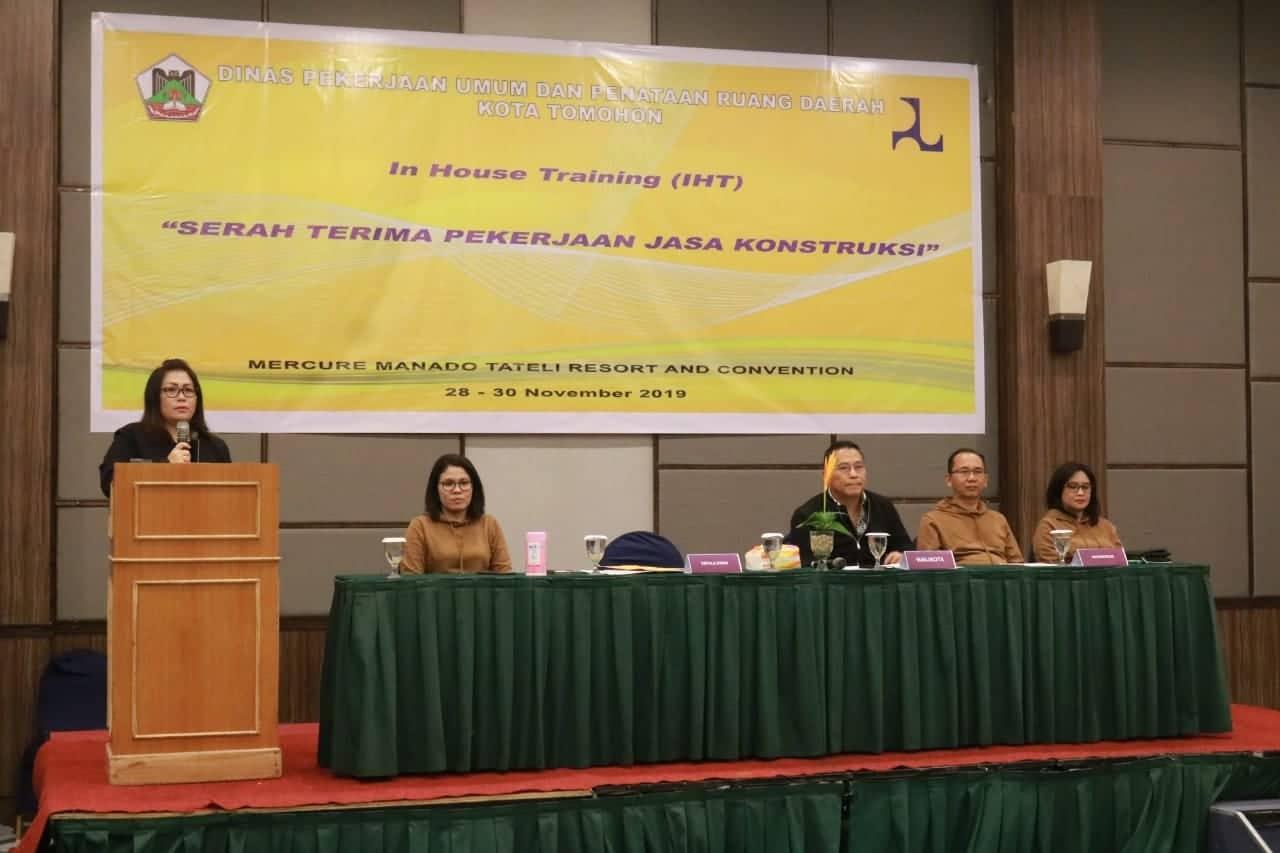 Kadis PUPR Kota Tomohon Joice CL taroreh ST MSi menyampaikan laporan kegiatan