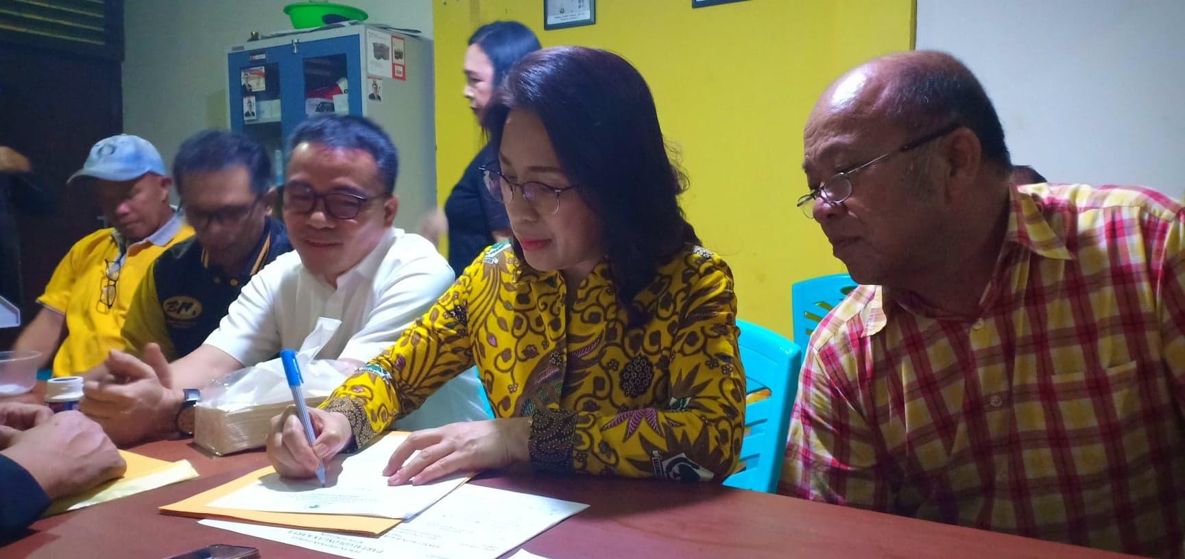 MJLW saat mendaftar sebagai Balon Wali Kota Tomohon