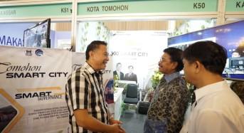Kunjungi Stand Pameran Tomohon, Menkominfo Berdialog dengan Wali Kota